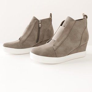 Vici Zoey Taupe Wedge Sneakers size 9